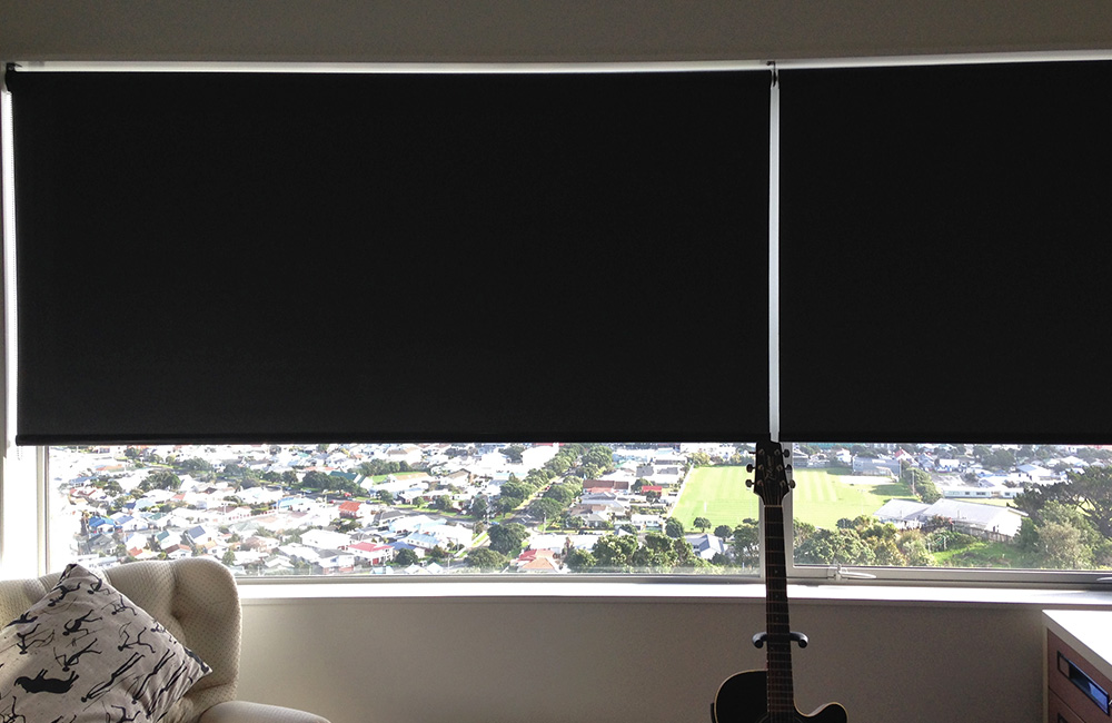 Thermal Backed Blockout Roller Blinds With A Linked Bracket For Extra Wide Window Area